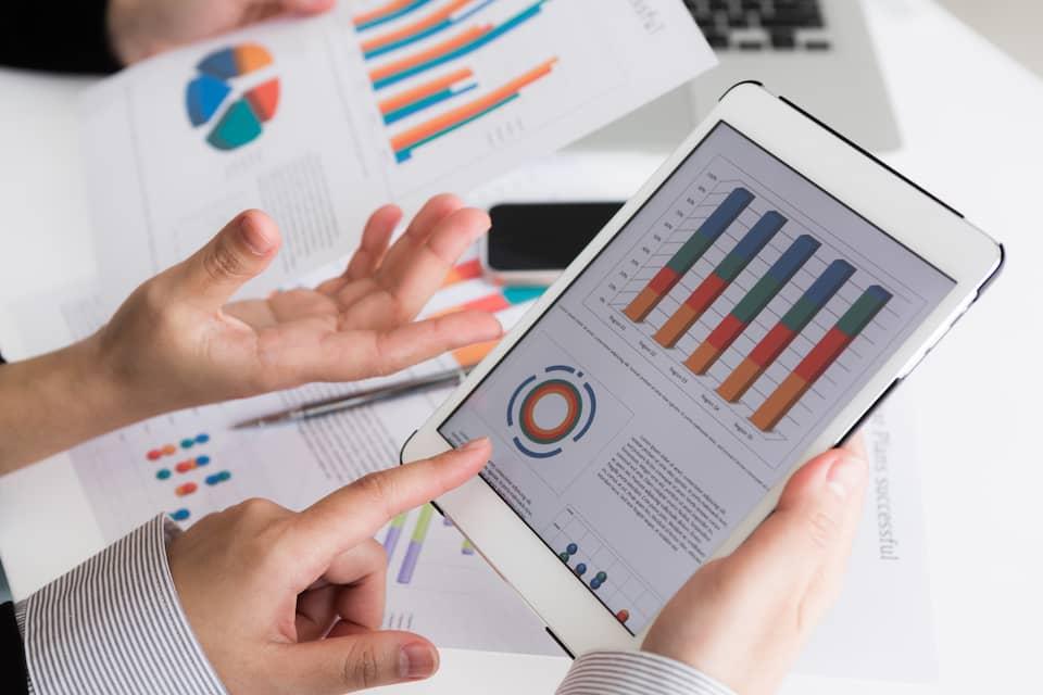 controleur de gestion outils digitaux reporting erp crm epm